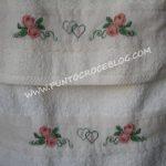 Asciugamani bagno ricamati a Puntocroce