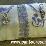 cuscino portafedi ricamato
